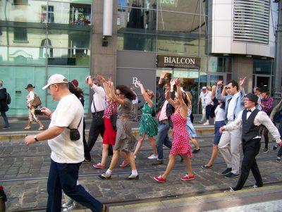 Grupa taneczna Swing Craze w akcji